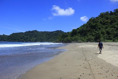 Travel Giude : Pantai Jolosurto n Pantai Hitam Wates, Blitar