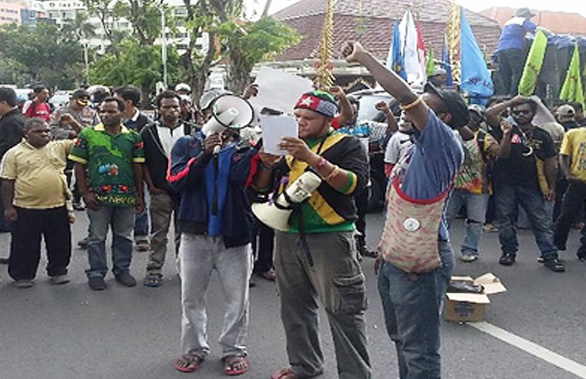 Demo Kasus Paniai di Surabaya by OkZone